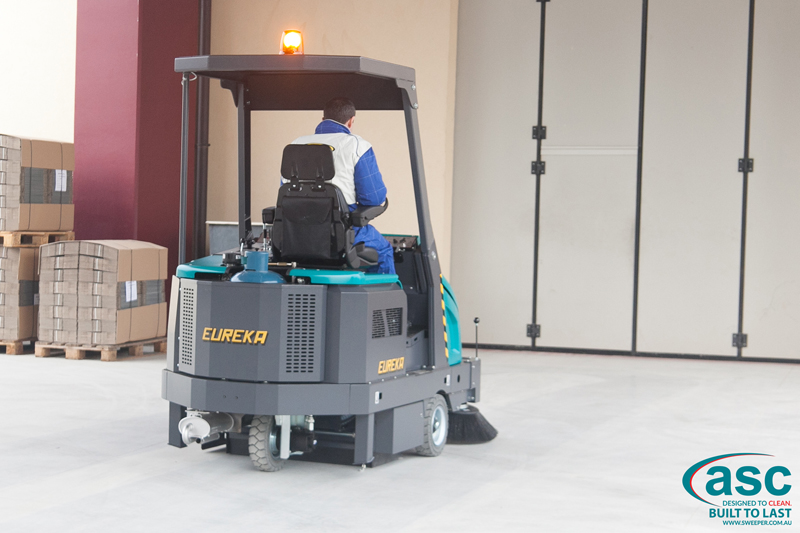 ASC Eureka M6 Sweeper with man 3