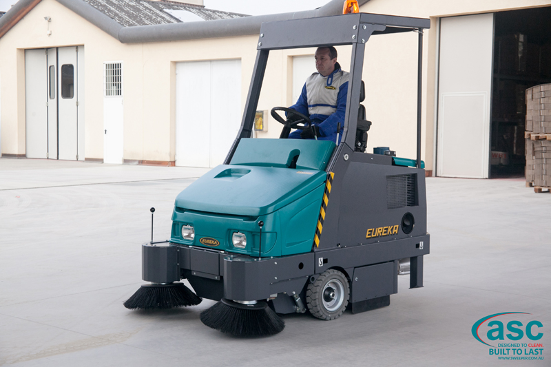 ASC Eureka M6 Sweeper with man 1