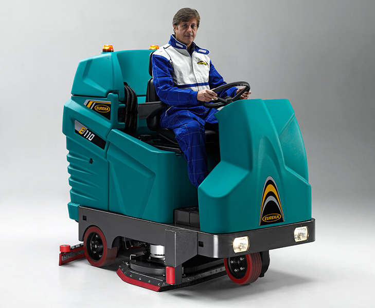 Floor Scrubber Machine with Man