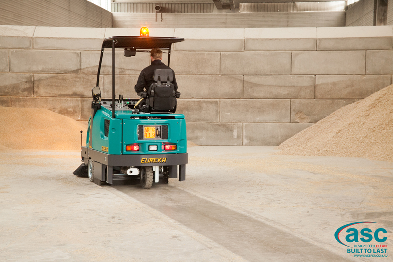 ASC Eureka M6 Sweeper with man 5