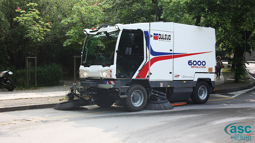 ASC Dulevo 6000 sweeper with man 3