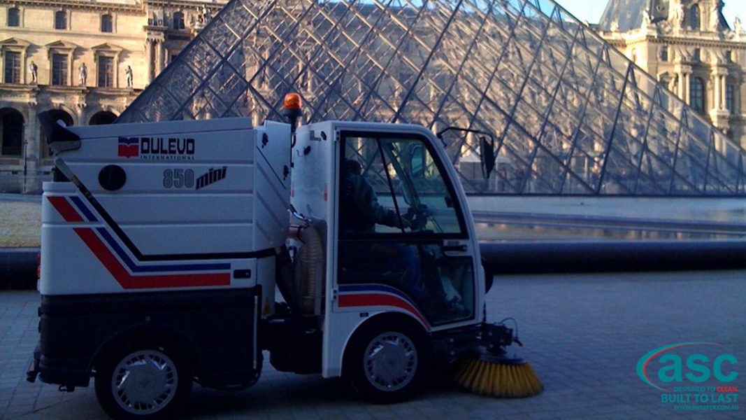 ASC DULEVO 850 sweeper with man 4