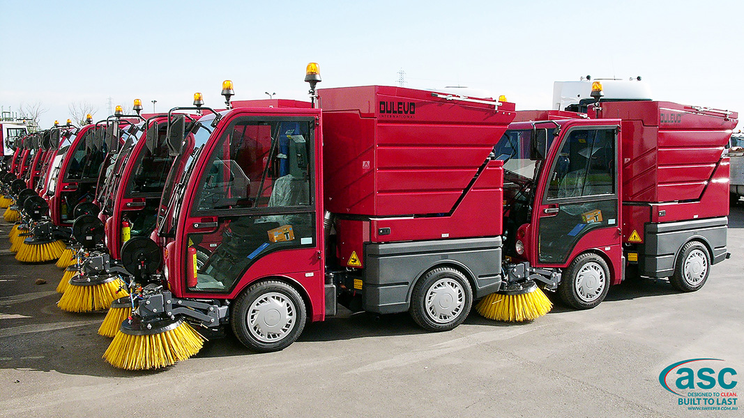ASC DULEVO 850 sweeper with man 1