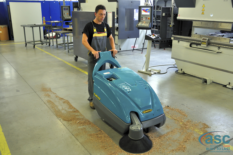 ASC Eureka M1 sweeper with man 3