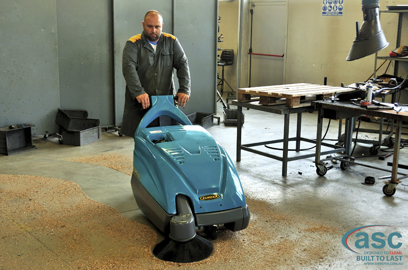 ASC Eureka M1 sweeper with man 4