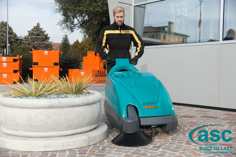 ASC Eureka M1 sweeper with man 5
