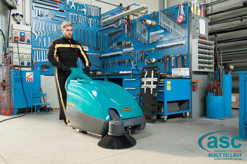 ASC Eureka M1 sweeper with man 1