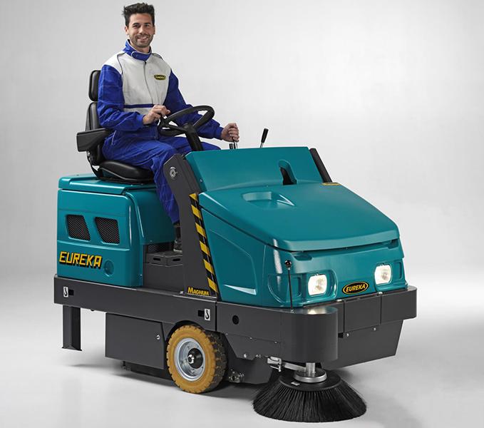 ASC Eureka M6 Sweeper with man 2