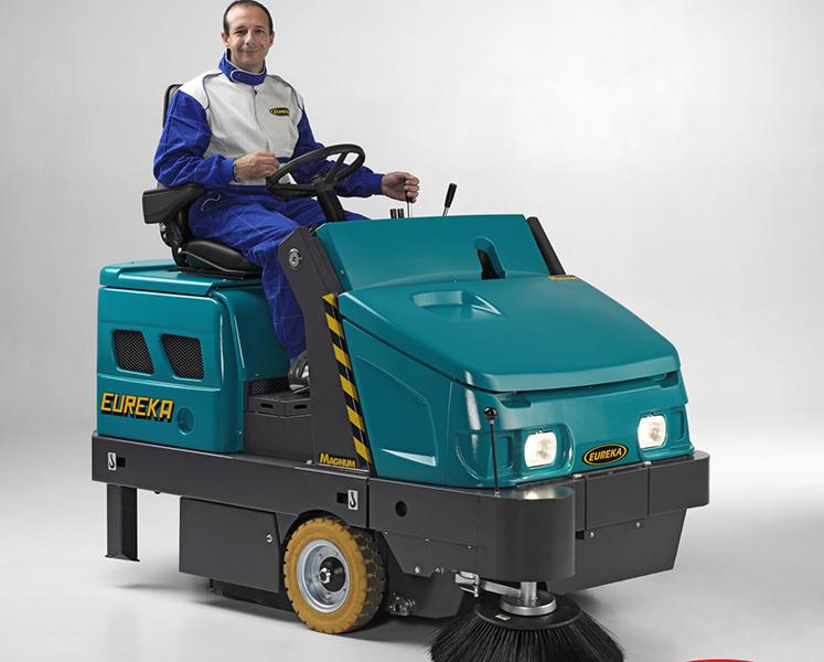 ASC Eureka M6 Sweeper with man 4