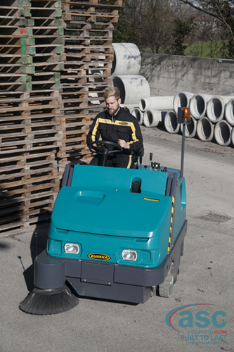 ASC Eureka M6 Sweeper with man 10