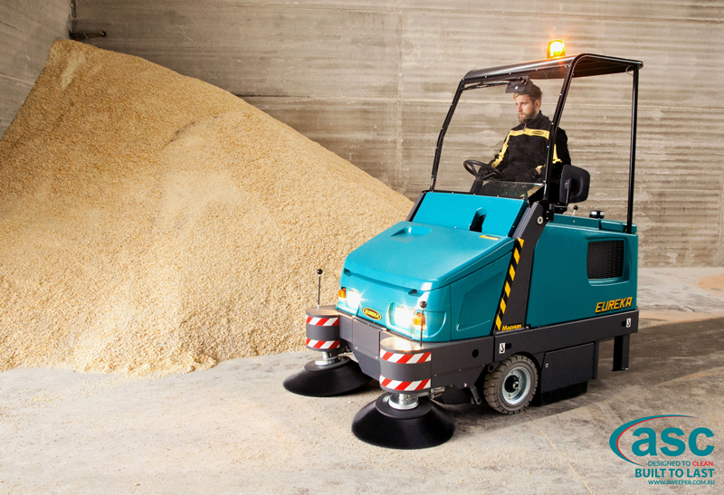 ASC Eureka M6 Sweeper with man 13