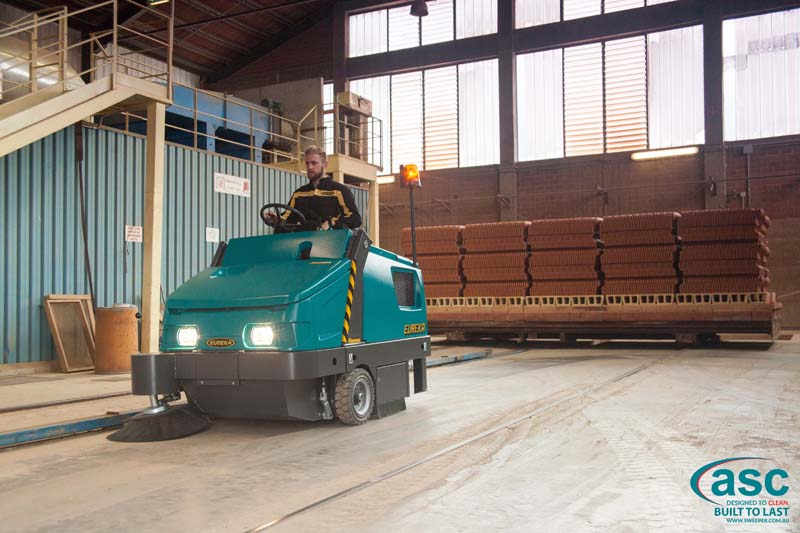 ASC Eureka M6 Sweeper with man 14