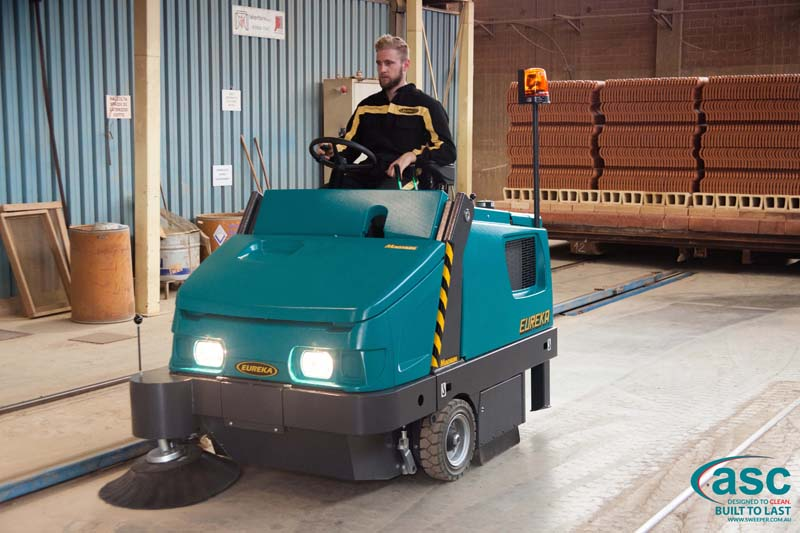 ASC Eureka M6 Sweeper with man 15