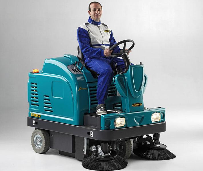 ASC Eureka M5 Sweeper with man 3