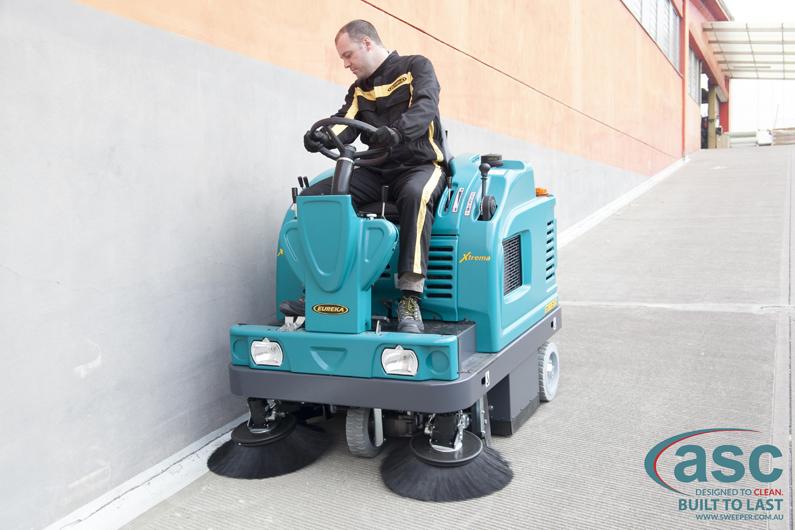 ASC Eureka M5 Sweeper with man 6