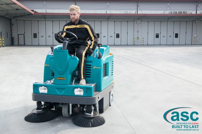 ASC Eureka M5 Sweeper with man 5