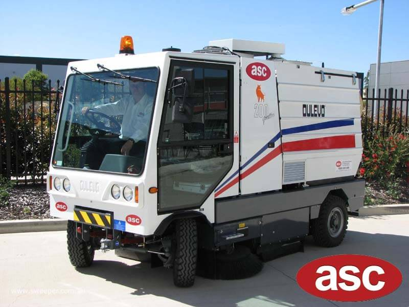 ASC Dulevo 200 sweeper with man 3
