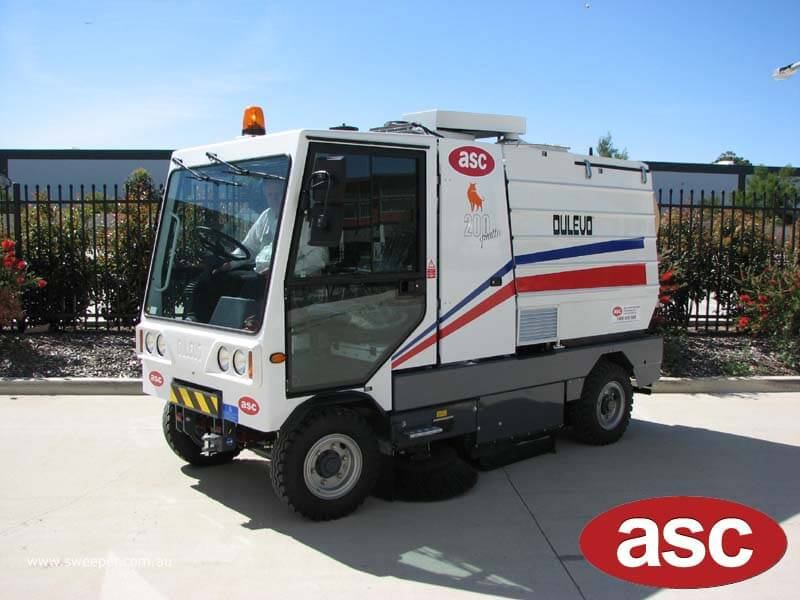 ASC Dulevo 200 sweeper with man 2